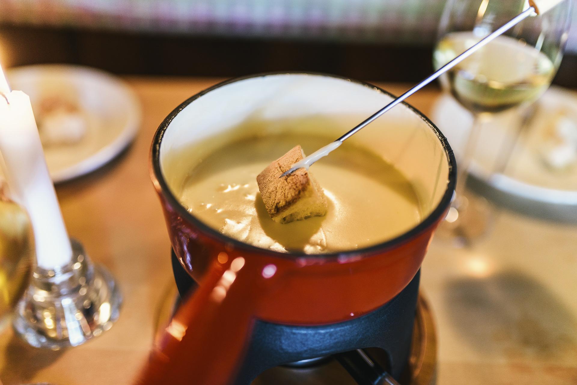 fondue und raclette in freiburg busses waldcafe. Black Bedroom Furniture Sets. Home Design Ideas
